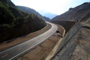 Cao tốc Bắc - Nam: Nhà thầu lo 'bó gối'… nhìn mưa công trường