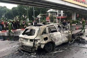 Chủ xe Mercedes bốc cháy khiến một người tử vong ra trình diện