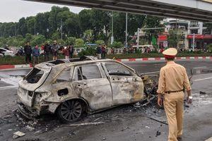 Sau khi gây tai nạn, nữ tài xế Mercedes hoảng loạn tông vào xe chở bình ga khiến xe phát nổ