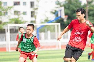 AirAsia và tiền đạo Công Phượng 'lan tỏa tinh thần vô địch' đến các tài năng bóng đá trẻ Việt Nam
