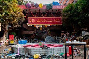 'Bãi chiến trường' sau những ngày 'nước sôi lửa bỏng' tại Đại học Bách khoa Hồng Kông