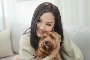 Miu Lê khoe giọng hát live