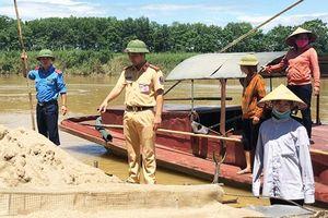 Khó khăn trong ngăn chặn hoạt động khai thác cát trái phép ở Nghệ An, Hà Tĩnh