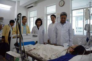 Thứ trưởng Bộ Y tế thăm hỏi gia đình sản phụ tử vong nghi do thuốc gây tê