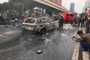 Tìm người nhà nạn nhân vụ xe Mercedes gây tai nạn rồi bốc cháy