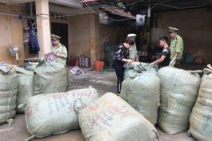 Lạng Sơn: Thu giữ 864 lọ nước hoa không có hóa đơn hợp pháp