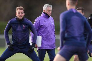 Mourinho tập luyện cùng Tottenham ngay sau khi được bổ nhiệm