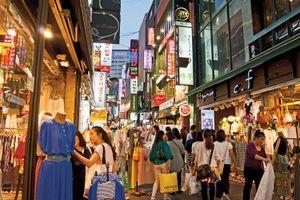 Trào lưu 'kiếm bao nhiêu, tiêu bấy nhiêu' của giới trẻ Hàn Quốc