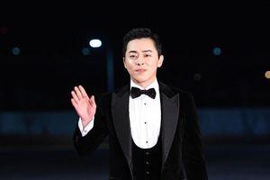 Yoona (SNSD), Jung Hae In - Jung Woo Sung cùng loạt sao hạng A đổ bộ thảm đỏ 'Rồng Xanh 2019'