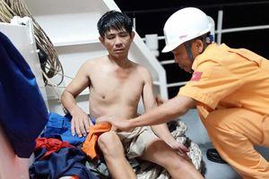 Cứu nạn thành công 11 thuyền viên gặp nạn trong thời tiết nguy hiểm
