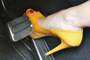 Đi giày cao gót nguy hiểm như thế nào khi lái xe?