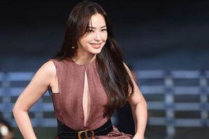 Hoa hậu Hàn gợi cảm bên dàn sao trên thảm đỏ