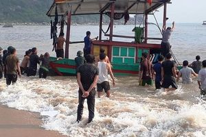 Hà Tĩnh: Cứu hộ thành công 3 thuyền viên gặp nạn trên biển