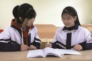 Những nữ sinh dân tộc Tày vượt khó học giỏi