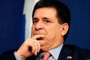 Cựu Tổng thống Paraguay bị cảnh sát Brazil 'sờ gáy'