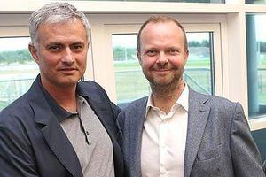Các 'sếp' M.U vẫn còn lưu luyến Mourinho