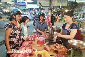 Giá thịt heo 'leo thang', sức mua giảm mạnh