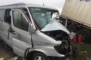 Nguyên nhân container va chạm xe khách tại Quảng Ngãi khiến 13 người thương vong