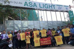 TP. Hồ Chí Minh: Hàng trăm người dân kéo đến trước dự án Asa Light căng băng rôn đòi nhà