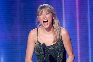 Taylor Swift ẵm 25 chiếc cúp, vượt kỷ lục Michael Jackson ở AMAs