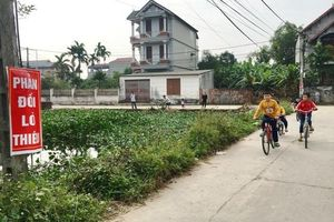 Huyện Mê Linh: Nhiều phụ huynh vẫn bắt con em phải nghỉ học