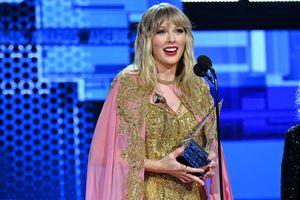 Taylor Swift lập kỷ lục mới tại AMAs