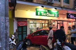 Nữ tài xế lao xe Yaris vào tiệm trà chanh trên phố Hàng Bài