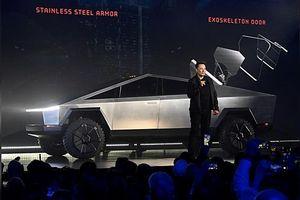 Pha ném vỡ kính Tesla trị giá gần 800 triệu USD và 150.000 đơn đặt xe