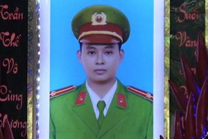 Thăng quân hàm chiến sĩ công an hy sinh trong khi truy bắt tội phạm