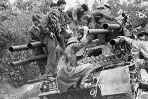 Cực hiếm: Khoảnh khắc quân giải phóng tóm sống 'xe tăng 6 nòng' của Mỹ