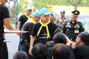 Cuộc sống Hoàng tử Thái Lan 14 tuổi khiến ai cũng ngỡ ngàng