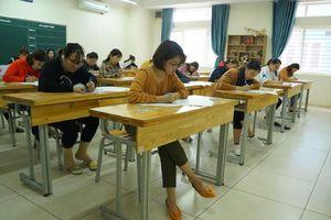 Hà Nội: Giáo viên hợp đồng bức xúc với kì thi viên chức giáo dục