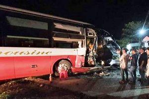 Bình Phước: Xe khách đấu đầu kinh hoàng xe tải trên Quốc lộ 14