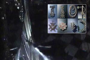 Cảnh đạo chích phá kính, cuỗm số trang sức giá tỉ đô chỉ bằng một chiếc rìu