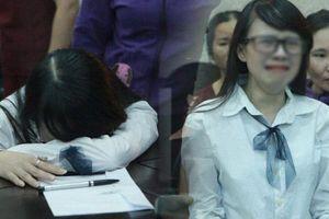 Clip: Chị gái nữ sinh giao gà gào khóc nức nở khi bà Hiền nhận mức án 20 năm tù 'Mẹ tôi bị oan mà'