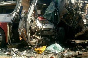 Bình Phước: Container đâm trực diện xe khách, nhiều người thương vong