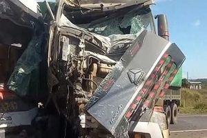 Xe container tông trực diện xe khách, 4 người thương vong