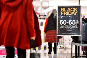'Black Friday, ai cũng đổ xô mua sắm, chẳng lẽ mình lại không?'