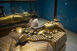Mãn nhãn báu vật khủng trong lăng mộ nguyên vẹn nhất Ai Cập