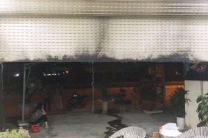 Nhóm đối tượng nghi đổ xăng đốt nhà anh trai 'con nợ'