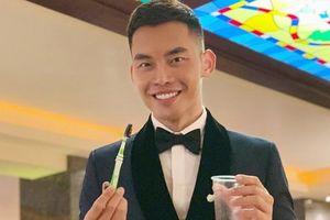 Mạnh Khang viết thư pháp bằng bàn chải đánh răng ở Nam vương Siêu quốc gia 2019