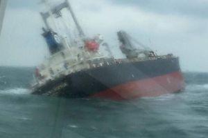 Cứu hộ thành công 18 thuyền viên Thái Lan gặp nạn trên biển Hà Tĩnh