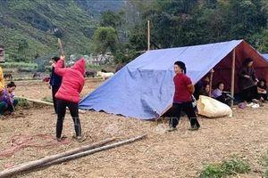 Dựng lán ngủ ngoài đồng vì nơm nớp sợ động đất