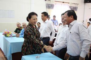 Chủ tịch Quốc hội và Phó Chủ tịch nước tiếp xúc cử tri tại Cần Thơ và Vĩnh Long