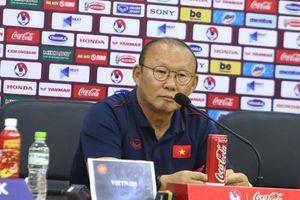 HLV Park Hang Seo: 'Đừng để U22 Lào có cơ hội đá phạt'