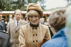 15 phong cách thời trang mùa đông vượt thời gian của Công nương Diana