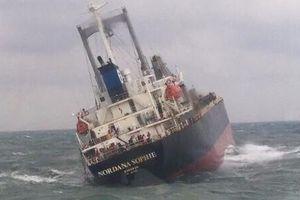 Cứu hộ thành công 18 thuyền viên Thái Lan trên tàu chở hàng sắp chìm
