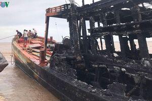 Ngư dân Bến Tre cháy 3 tàu cá thiệt hại trên 10 tỷ đồng do chập điện?