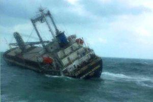 Thuê đơn vị chuyên môn xử lý nguy cơ tràn dầu vụ tàu 9.000 tấn bị chìm trên biển Hà Tĩnh