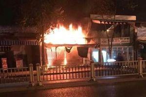 Nhà anh bị đốt vì em trai nợ tiền dân xã hội